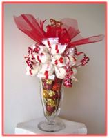 """MERRY CHRISTMAS"" Sundae Arrangement What a beautiful and delicious Christmas gift!"